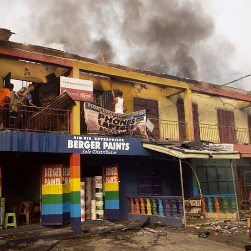 Wrong Electric Connection engulf Owerri Old Stadium Plaza in Fire, raze down wares to Dust.
